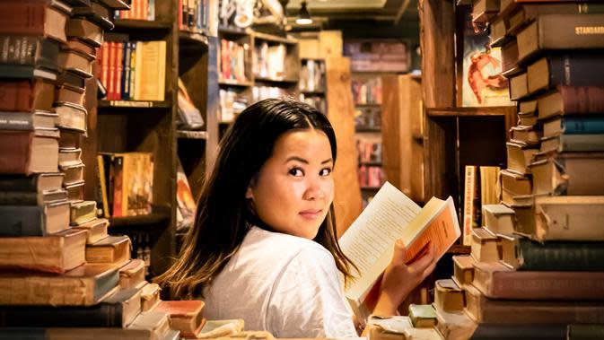 ilustrasi membaca buku/Photo by Fran on Unsplash