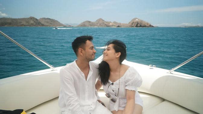 Raffi Ahmad dan Nagita Slavina liburan (Instagram/raffinagita1717)