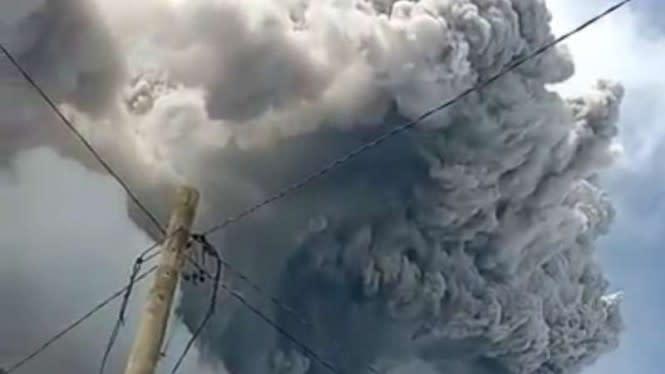 Gunung Sinabung Semburkan Abu Vulkanik 4.000 Meter