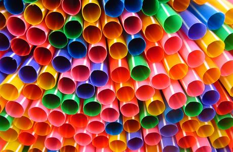 明年起內用 禁塑膠吸管