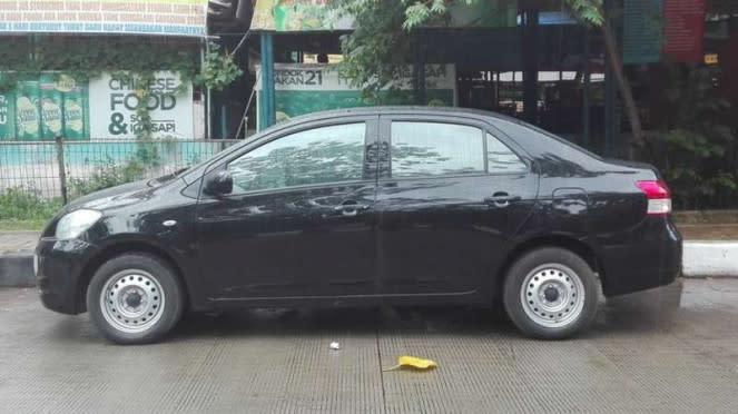 Mobil bekas taksi dari Blue Bird.