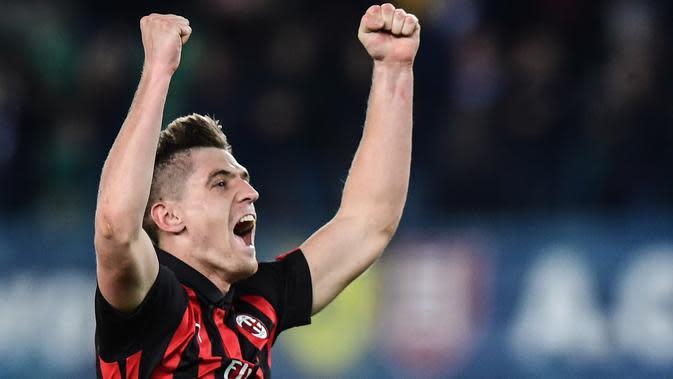 Dengan memilih nomor sembilan Krzysztof Piatek tentu memiliki beban berat untuk mampu membuktikan diri menjadi mesin gol bagi AC Milan. (Photo by Miguel MEDINA / AFP)