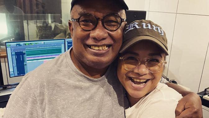 Yopie Latul dan Ruth Sahanaya. (Foto: Instagram @mamauthe)