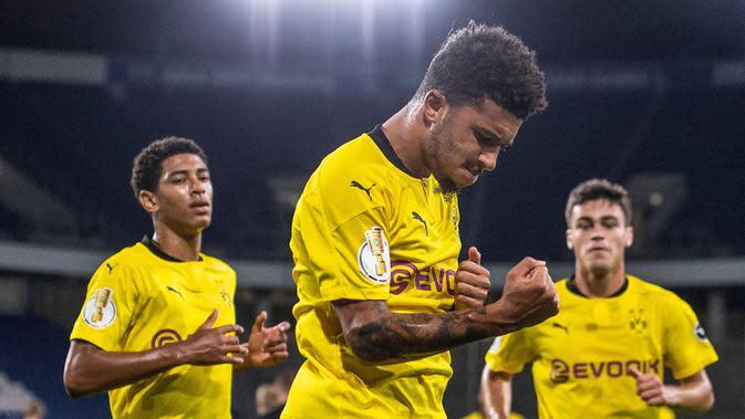 Gelandang Borussia Dortmund, Jadon Sancho, merayakan gol yang dicetaknya ke gawang MSV Duisburg pada laga DFB-Pokal di Schauinsland-Reisen-Arena, Selasa (15/9/2020). Borussia Dortmund menang 5-0 atas MSV Duisburg. (AFP/Marius Becker/dpa)
