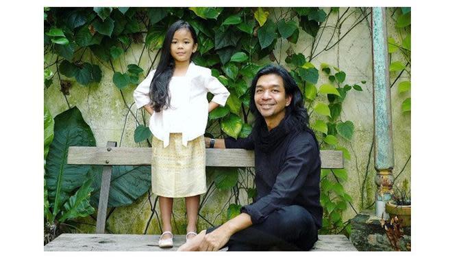 Dimas Djay dan sang anak (Sumber: Instagram/dimas.djay)