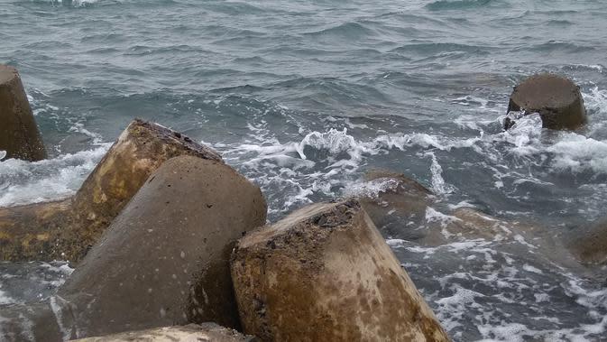 Angin Topan Kamuri Berdampak ke Perairan Batam, Warga Diimbau Waspada