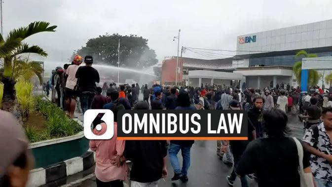 VIDEO: Demo Mahasiswa Tolak UU Cipta Kerja di Ternate Berakhir Ricuh