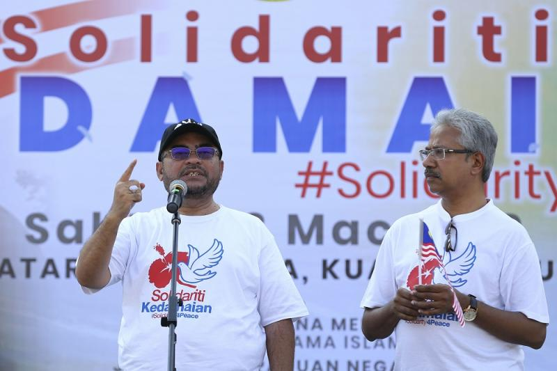 Ministers Datuk Seri Mujahid Yusof Rawa (left) and P. Waytha Moorthy at the launch of the Solidarity4pPace rally in Kuala Lumpur March 23, 2019. — Picture by Yusof Mat Isa