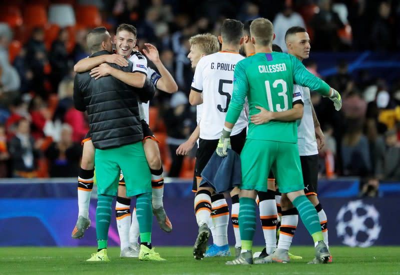 Valencia roar back in second half to thrash Lille