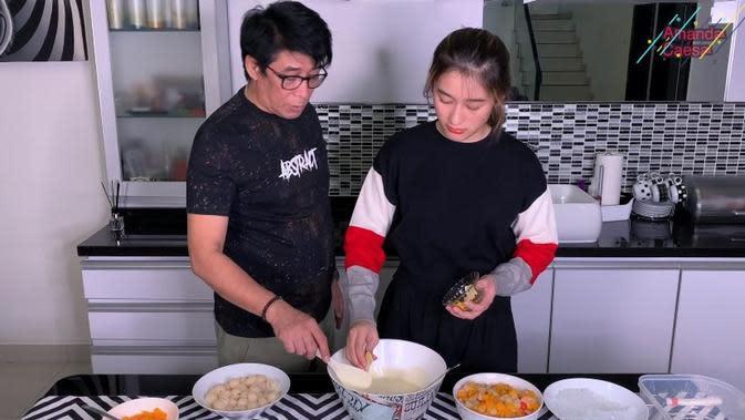 Parto Patrio dan Amanda Caesa (Sumber: YouTube/Amanda Caesa)