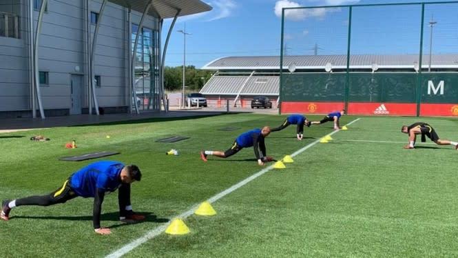 Terapkan Social Distancing dalam Sesi Latihan Kiper Manchester United
