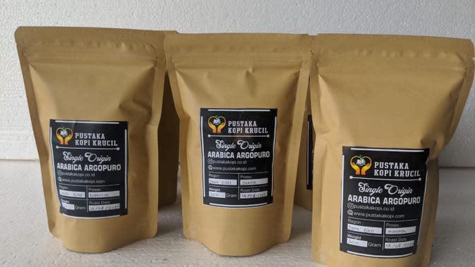 Simak kisah penjual kopi asal Probolinggo yang harus menerjang jarak jauh demi mendapatkan sinyal (Foto: Tokopedia)