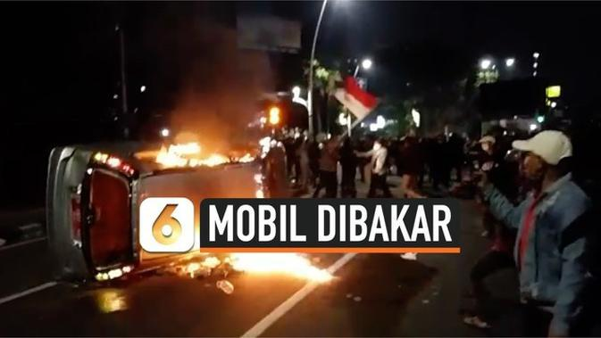 VIDEO: Suasana Sweeping dan Bakar Mobil Plat Merah di Gondangdia