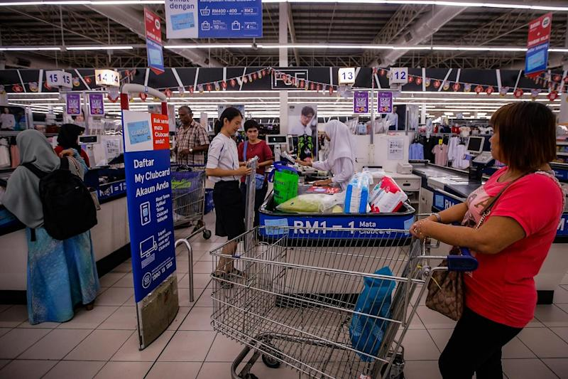 People wait in line at the checkout counters at the Tesco Extra store in Kajang January 30, 2020. — Picture by Hari Anggara