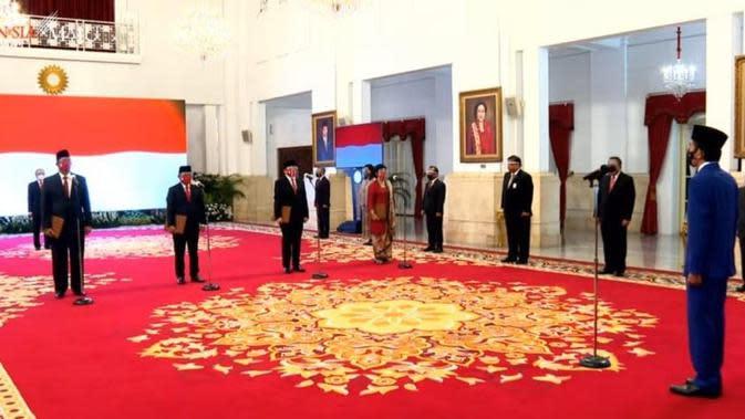 Presiden Joko Widodo atau Jokowi melantik Purbaya Yudhi Sadewa sebagai Ketua Dewan Komisioner LPS. (foto: Youtube Sekretariat Presiden)
