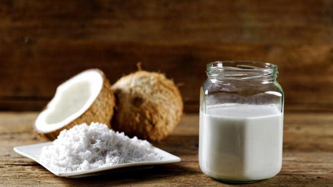 santan kelapa./Copyright shutterstock.com
