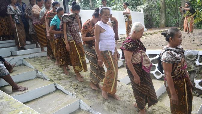 Ritual Punggahan komunitas Kejawen dan penghayat kepercayaan menjelang Ramadan di Panembahan Banokeling, Pekuncen, Jatilawang, Banyumas. (Foto: Liputan6.com/Muhamad Ridlo)