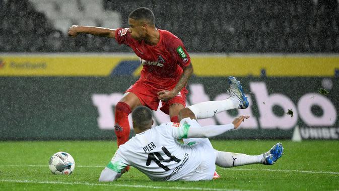 Penyerang Borussia Monchengladbach, Alassane Plea (jersey putih), masuk dalam daftar bidikan Manchester United (AFP/Ina Fassbender)