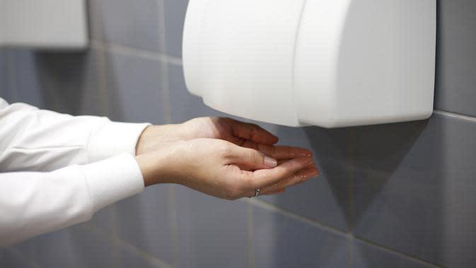 Hati-hati, Ancaman Bakteri dari Mesin Pengering Tangan (Stanislaw Mikulski/Shutterstock)