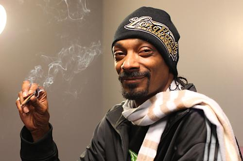 Snoop Dogg Talks Holograms, 2Pac and Chronic in Web Chat