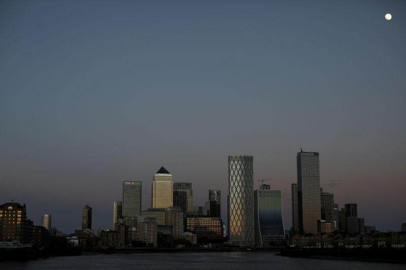 Jajak pendapat Reuters: Inggris berada dalam kemunduran terdalam selama berabad-abad