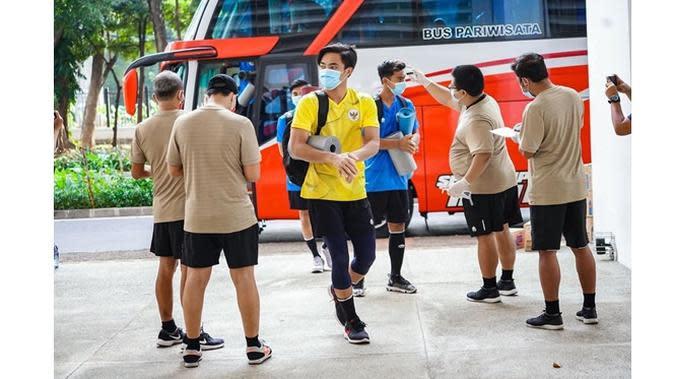 Cedera Panjang, Ini 5 Potret Terbaru Ernando Ari Kiper Persebaya Surabaya (sumber: Instagram.com/nandoariiiss)