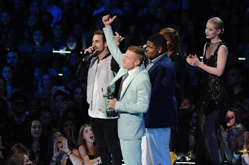 "Ryan Lewis, left, Macklemore, center, and Ray Dalton accept the award for best hip hop video for ""Can't Hold Us"" as presenters Iggy Azalea, right, and Lil' Kim look on, at the MTV Video Music Awards on Sunday, Aug. 25, 2013, at the Barclays Center in the Brooklyn borough of New York. (Photo by Charles Sykes/Invision/AP)"