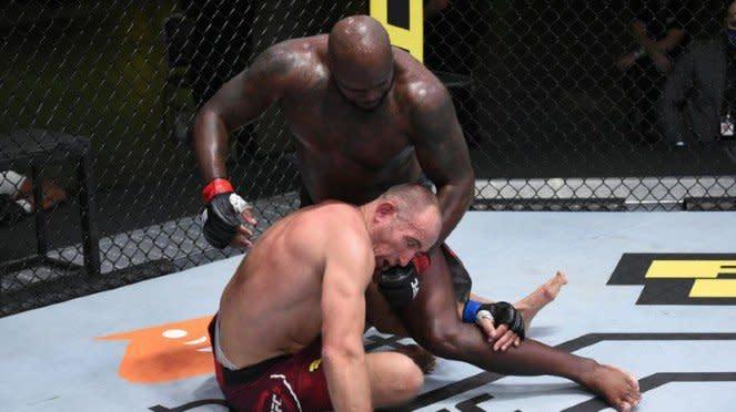 Aksi jagoan UFC, Derrick Lewis, hajar KO Aleksei Oleisnik
