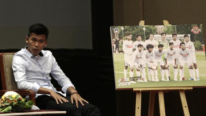 Pemain Garuda Select, Sutan Zico, saat jumpa pers di Hotel Sultan, Jakarta, Jumat (17/5). Garuda Select kembali ke Indonesia usai menjalani pelatihan dan uji coba di Inggris. (Bola.com/Yoppy Renato)