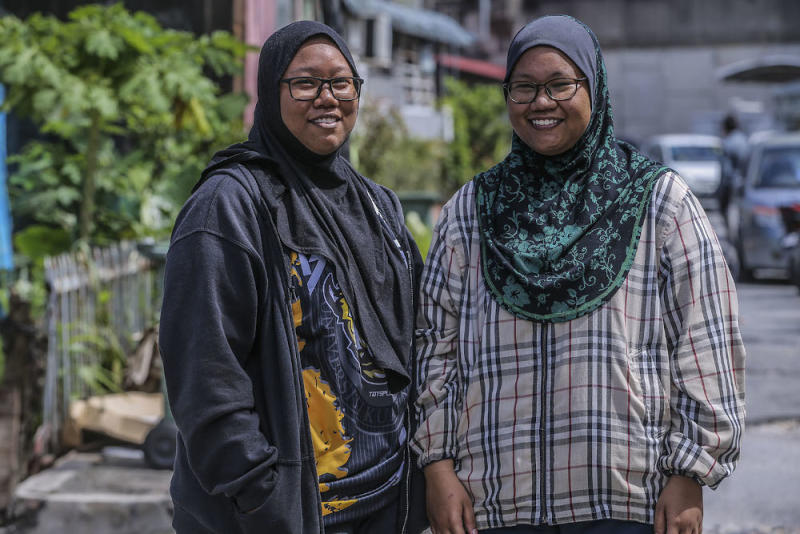 Iman Raihana (left) and her sister Iman Balqis suggest visitors take public transport to Saloma Link. — Picture by Hari Anggara