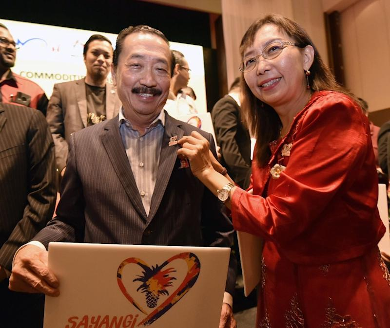 Berjaya Corporation founder Tan Sri Vincent Tan and Primary Industries Minister Teresa Kok. — Picture courtesy of Primary Industries Ministry