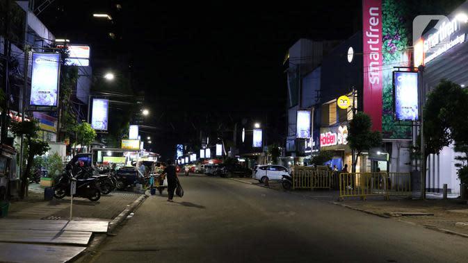 Suasana area kuliner di Jalan H. Agus Salim atau kawasan Sabang, Jakarta, Selasa (7/4/2020). Pemerintah telah resmi menetapkan Pembatasan Sosial Berskala Besar (PSBB) di wilayah DKI Jakarta dalam rangka percepatan penanganan COVID-19. (Liputan6.com/Helmi Fithriansyah)