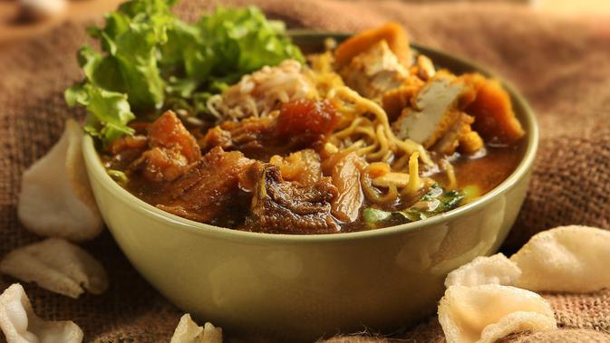 ilustrasi tahu campur/copyright by adie.foodtography (Shutterstock)