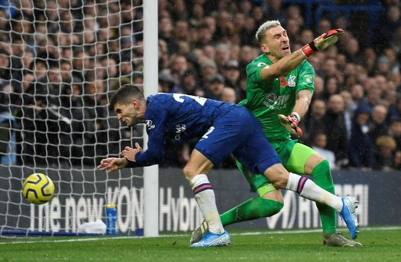Chelsea beat Crystal Palace 2-0 for 6th straight win