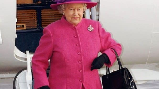 Ternyata Barang Ini yang Selalu Dibawa Ratu Elizabeth II di Tasnya