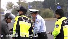 警察都還沒到!老人騎電動車撞上保時捷 灑脫轉帳6.4萬元秒和解