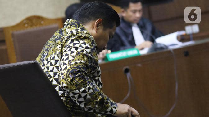 Terdakwa penerima gratifikasi terkait kerjasama jasa pelayaran, Bowo Sidik Pangarso saat menjalani sidang pembacaan putusan di Pengadilan Tipikor Jakarta, Rabu (4/12/2019). Bowo divonis 5 tahun penjara dan denda Rp 250 juta subsider 4 bulan kurungan. (Liputan6.com/Helmi Fithriansyah)