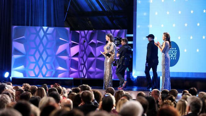 Anne Hathaway saat hadir di Critics' Choice Awards 2020. (Ari Perilstein / GETTY IMAGES NORTH AMERICA / AFP)