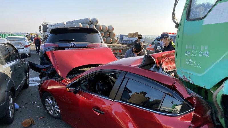 又見連環車禍,你開車上路前會注意天氣預警嗎?