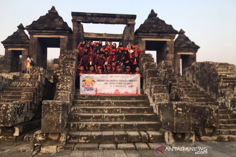 Peserta SMN Riau kunjungi Situs Ratu Boko