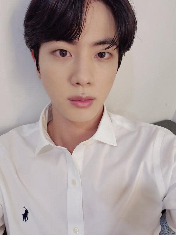 Jin BTS (Twitter/ BTS_twt)