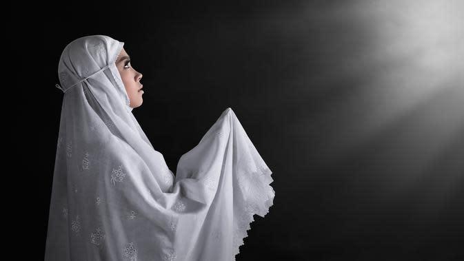 Ilustrasi Berdoa di Malam Lailatul Qadar: shutterstock.com