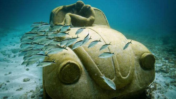 Benda Misterius yang Terdapat di Bawah Laut. (Sumber: brainberries)