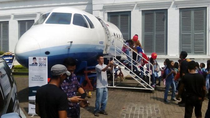Kepala pesawat N250 dipamerkan dalam acara Habibie Festival. (Liputan6.com/Putu Merta Surya Putra)