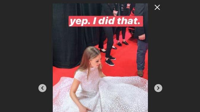 Hannah Brown, seorang bintang reality show Amerika Serikat, mengenakan gaun seberat 25 kilogram untuk tampil di karpet merah CMA Awards 2019. (dok. Insta Story Hannah Brown/https://www.instagram.com/hannahbrown/Dinny Mutiah)