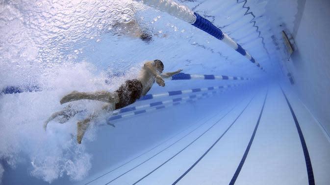 Berenang (Sumber: Pixabay)