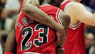 24年前的現在 重病喬丹創造季後賽經典Flu Game