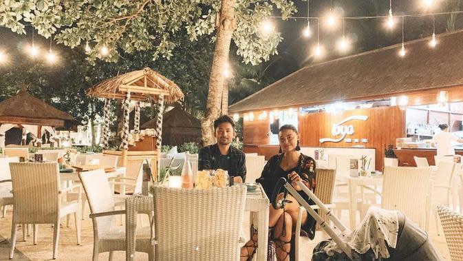 Whulandary Herman merayakan ulang tahun ke-2 pernikahan di hotel bintang lima di Bali. (dok. Instagram @whulandary/https://www.instagram.com/p/B8Tvje3J4Vt/)