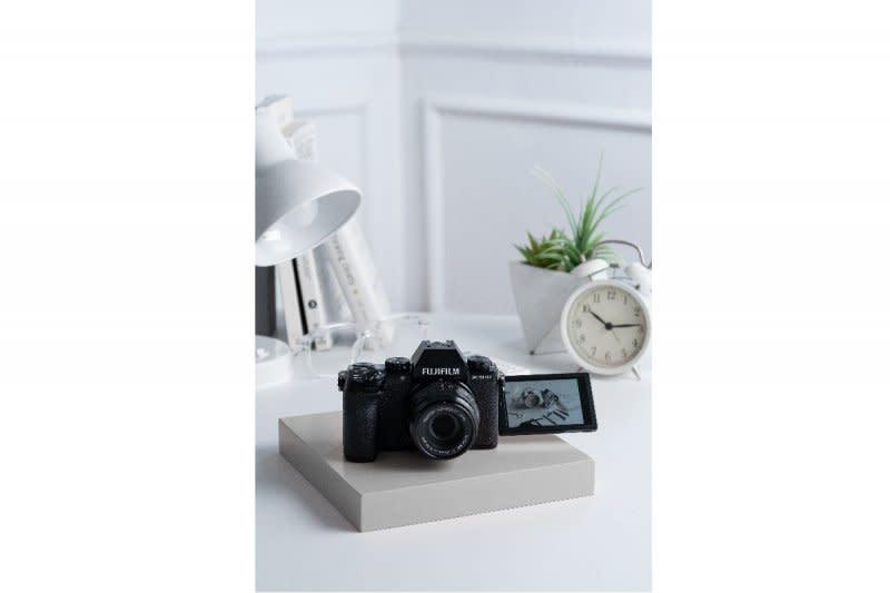 Fujifilm kenalkan kamera mirrorless X-S10
