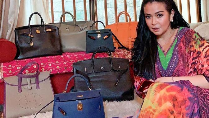 Tajir, Jennifer Jill terkenal memiliki koleksi tas branded. (Sumber: Instagram/@jennifer_ipel)